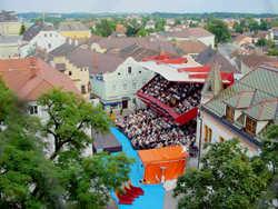 Der Spielort vom Turm der St. Michael Wehrkirche aus